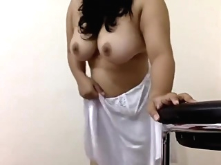 Diya Showcases her Big assets amateur big tits indian